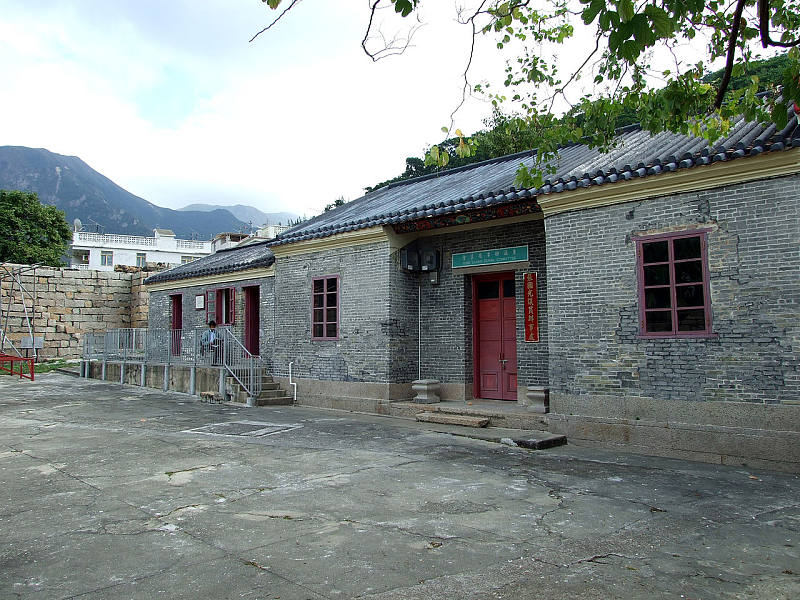 1280px-HK_TungChungFort_TungChungRuralComittee_Office_and_ExhibitionHall.JPG
